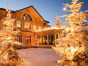 Entrance to Hotel Uto Kulm, covered in snow and with Christmas lights